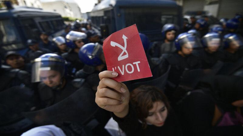 على هامش انتخابات الجزائر: النسبة الضئيلة غير المسبوقة تثير الجدل في مواقع التواصل الاجتماعي ..!!