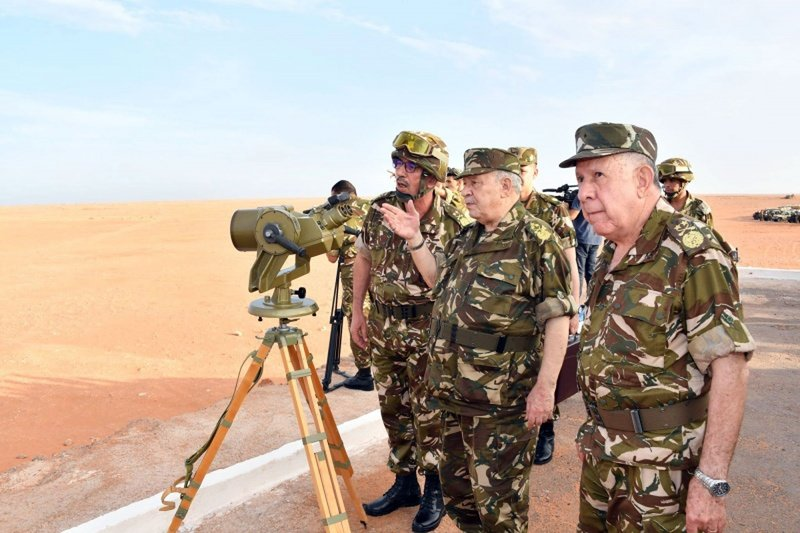 تحركات الجيش الجزائري على الحدود المغربية الجزائرية تثير الانتباه..!!