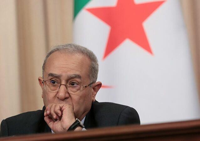 الذرائع الواهية للخارجية الجزائرية لتبرير قطع العلاقات الدبلوماسية مع المملكة المغربية