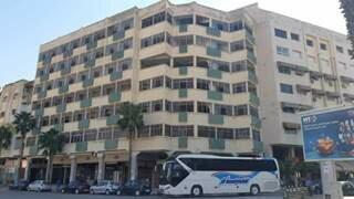La ville d'Oujda est à l'image de son boulevard Med V, ponctué et délimité par deux hôtels fermés et abandonnés